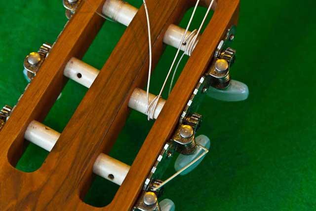 Comment Remplacer les cordes d'une Guitare Classique?
